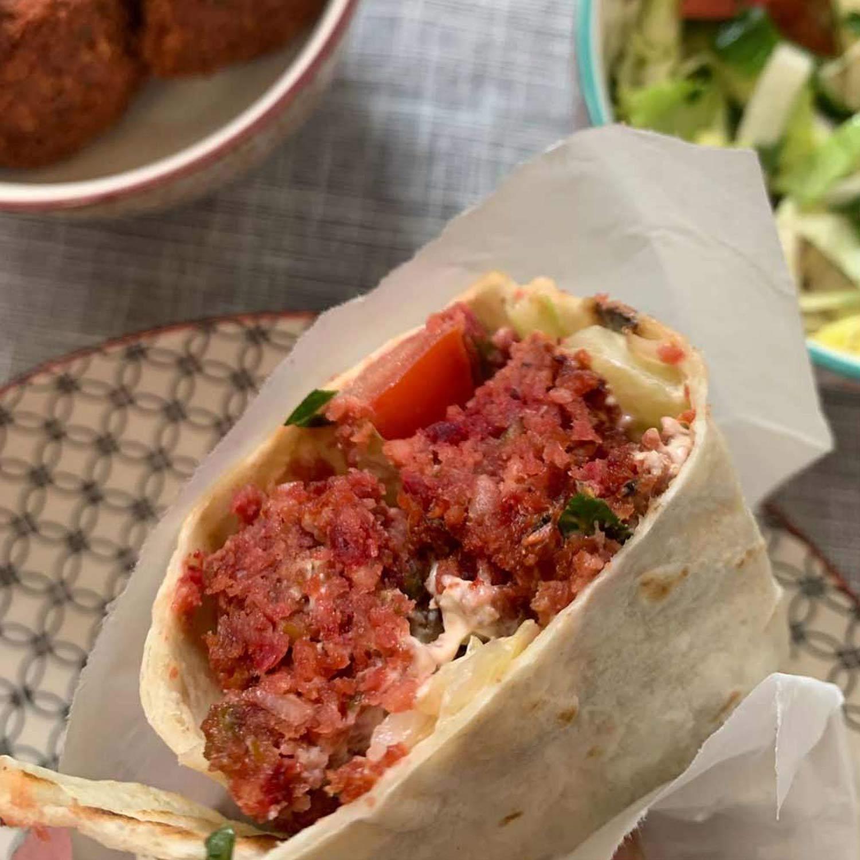 ROTE-BETE-FALAFEL Sandwich