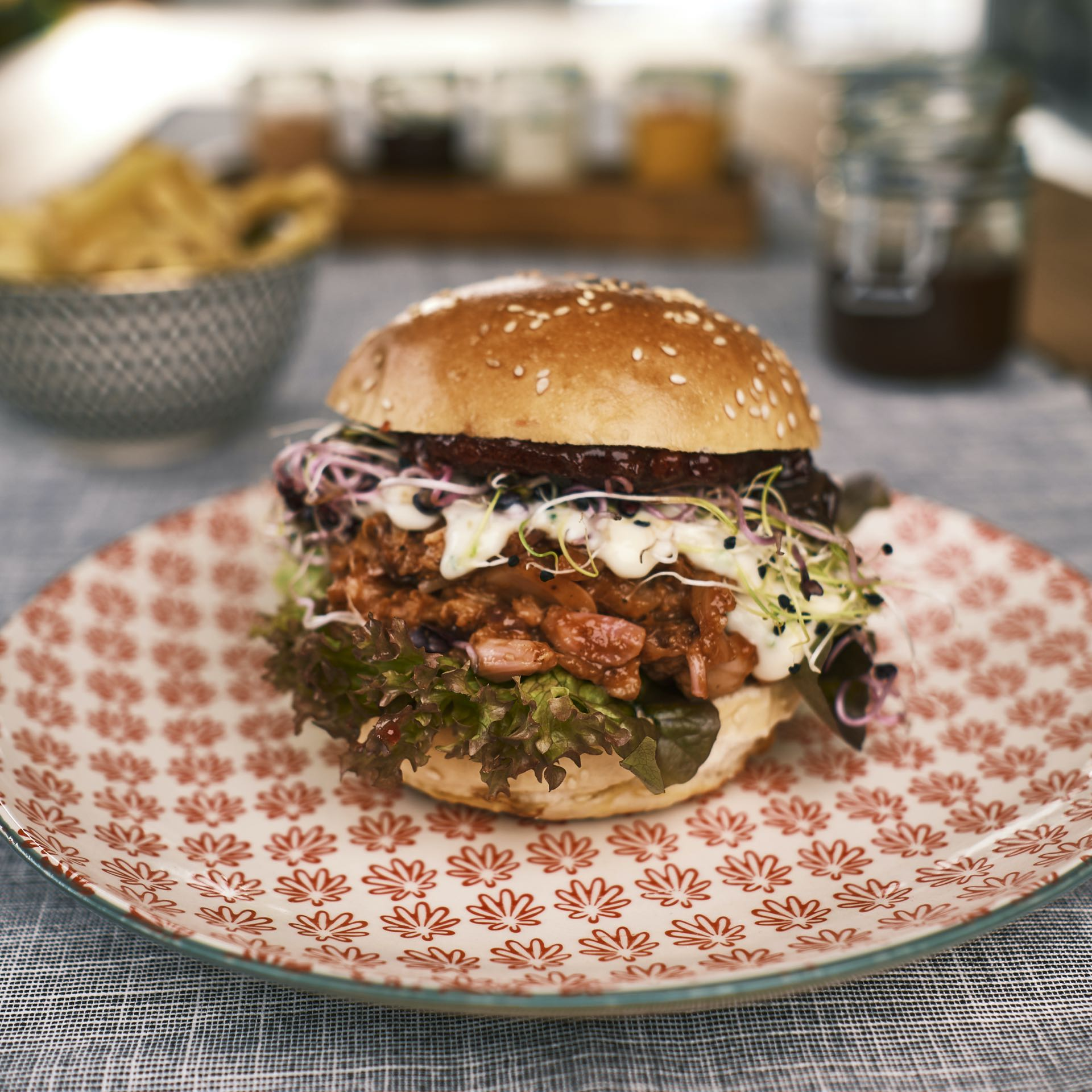 Pulled Jackfruit Burger – BERRY HARVEST